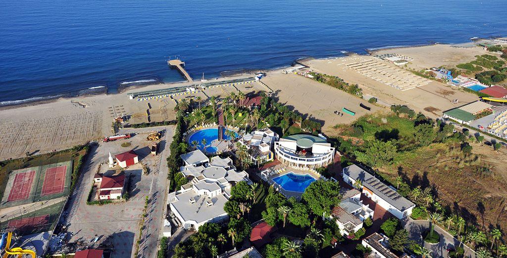 in un bellissimo hotel sulla spiaggia