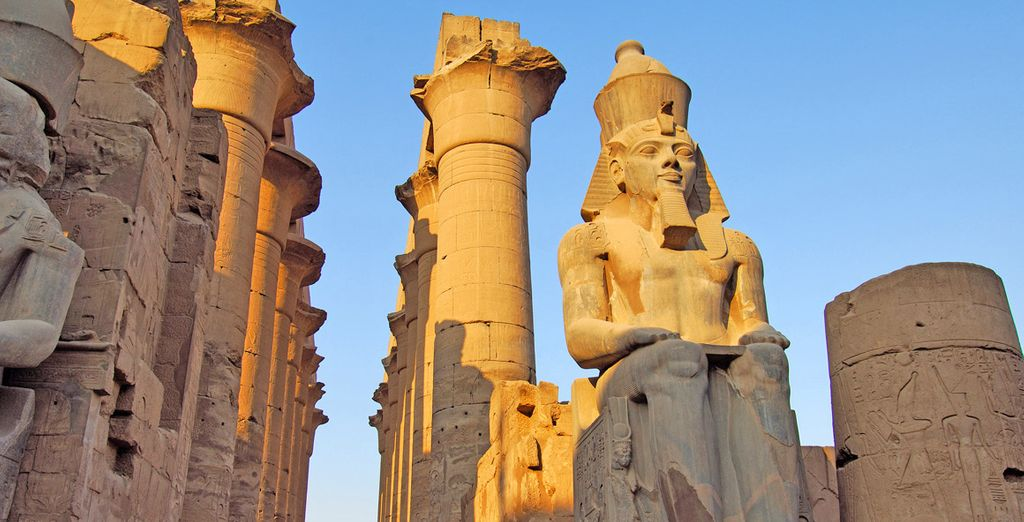Fotografia del Tempio di Luxor in Egitto e dei suoi monumenti storici essenziali