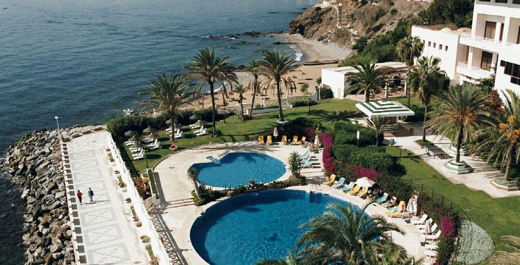Hotel di lusso a 4 stelle con piscine interne e all'aperto con vista sul Mar di Alboran