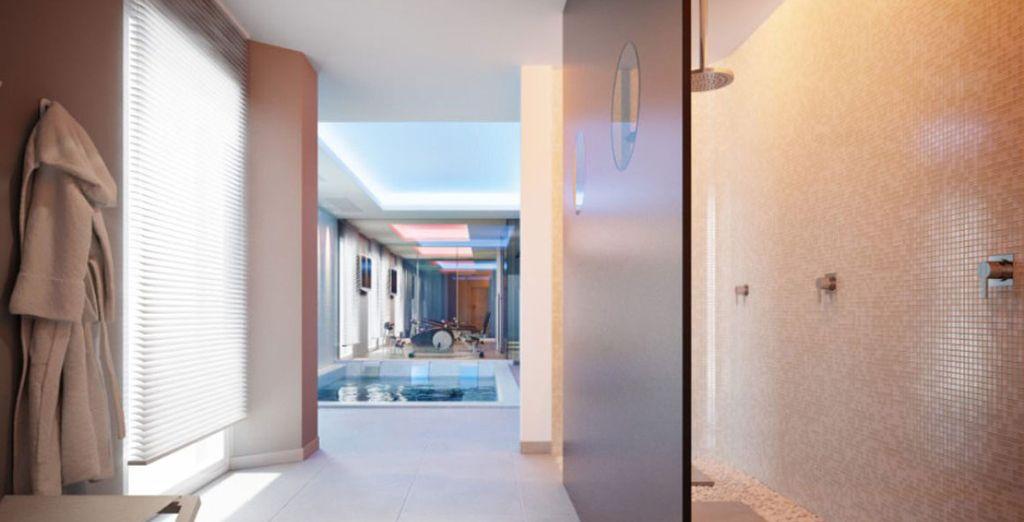 Con le sue vasche idromassaggio, sauna e bagno turco