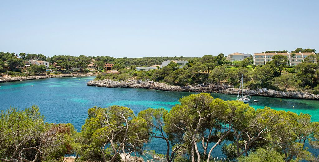 Le coste rocciose e le spiagge di Porto Petro, nelle Isole Baleari