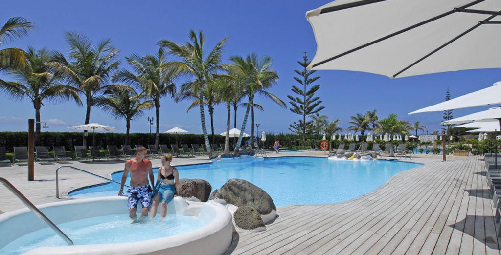 Rilassatevi nella bella piscina