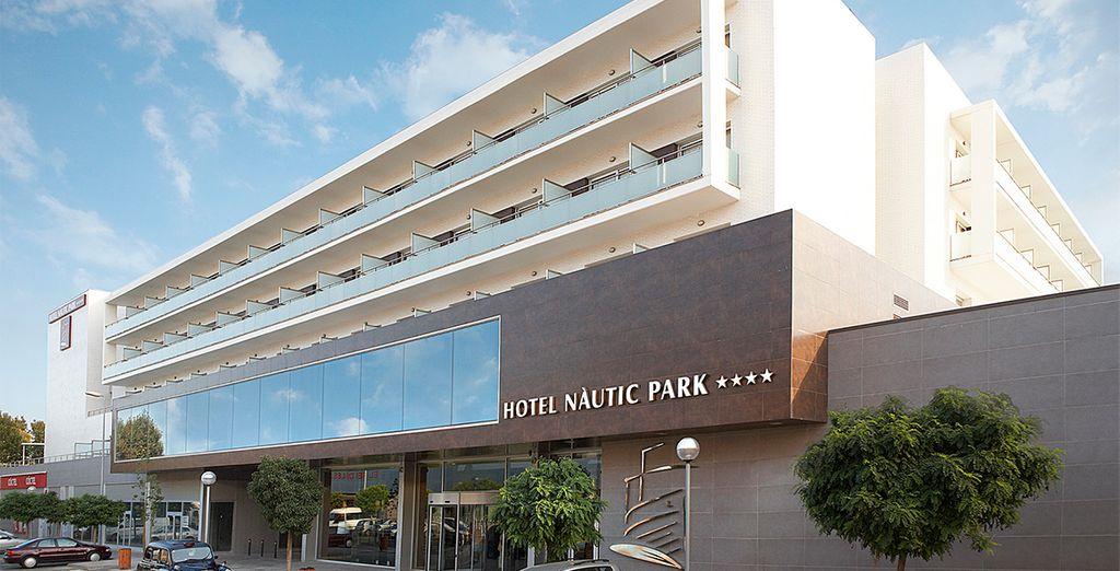 Qui vi accoglie l'Hotel Fergus Style Nautic Park SPA 4*