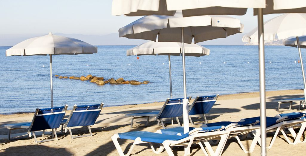 nella stupenda spiaggia del Resort.