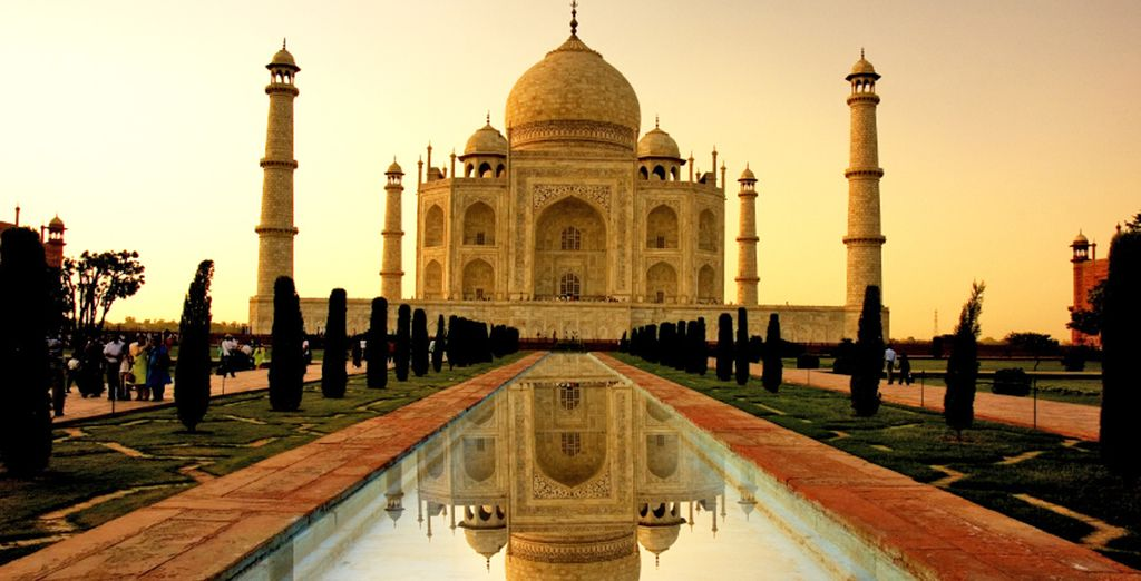 Ad Agra visterete il Taj Mahal, simbolo dell'India