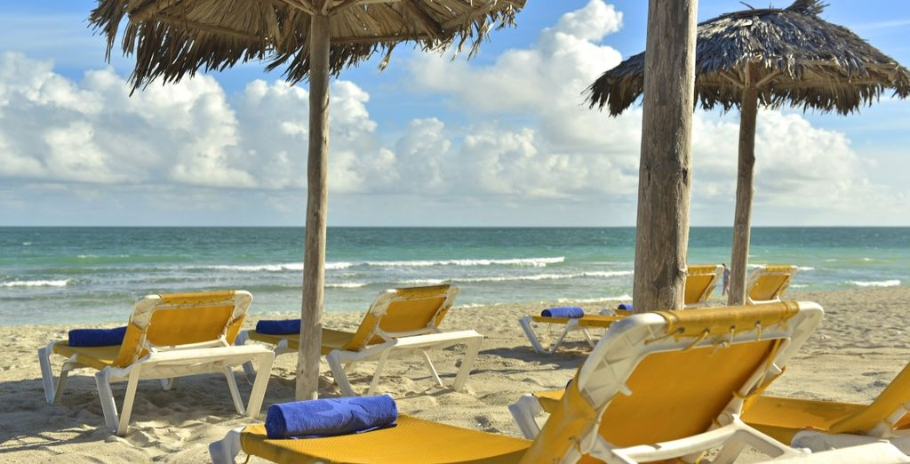 e da lunghe spiagge di sabbia bianca dove rilassarvi