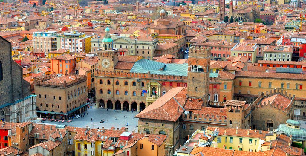 Fotografia della città di Bologna in Italia e della sua colorata architettura