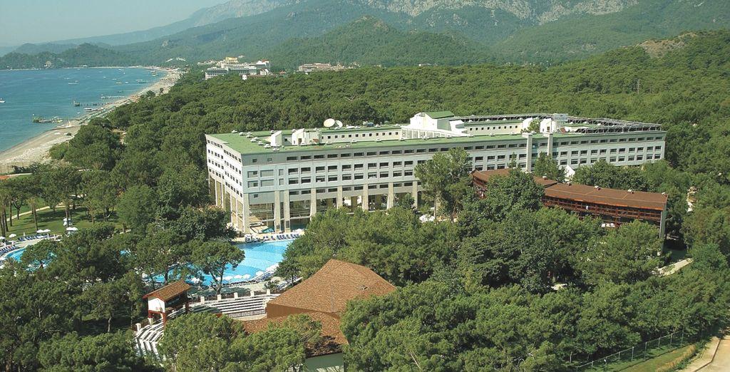Ad accogliervi c'è Hotel Mirada del Mar 5* immerso in un parco di alberi centenari