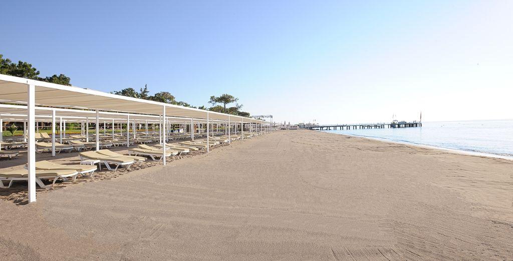 Una lunga spiaggia di sabbia dorata tutta per voi