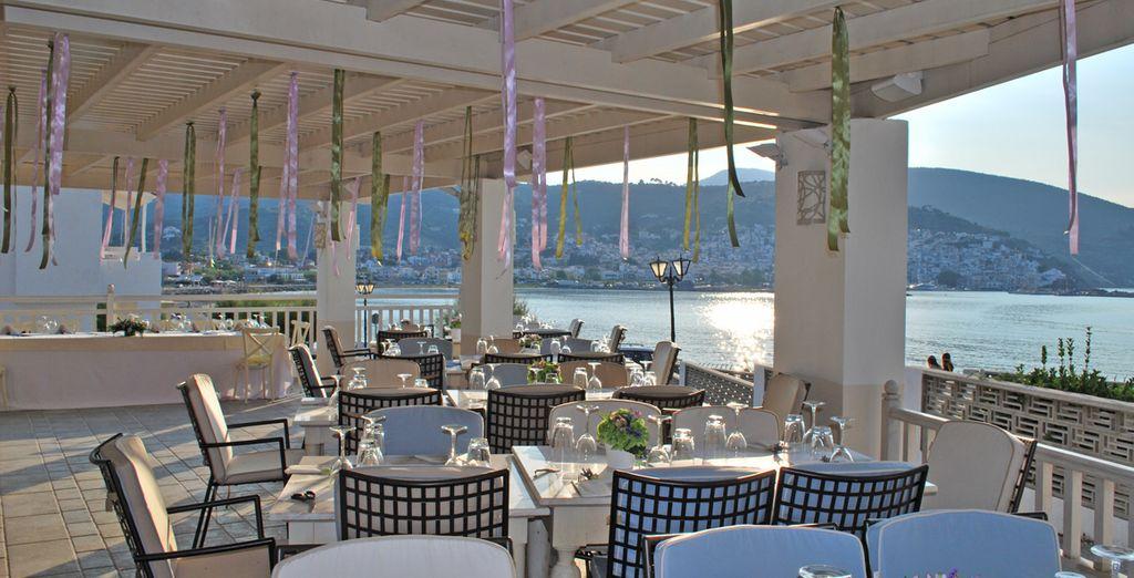 Approfittate del trattamento di mezza pensione nel bellissimo ristorante in veranda
