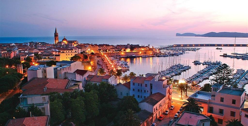 nel vostro albergo 4* che offre un panorama suggestivo sull'antico borgo di Alghero