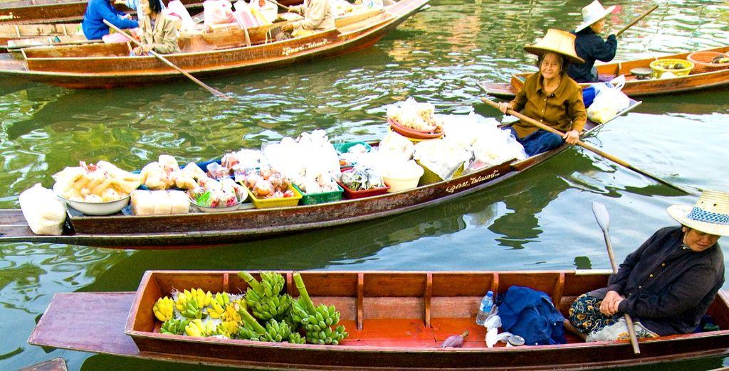e i caratteristici mercati galleggianti presso la località di Damnern Saduak