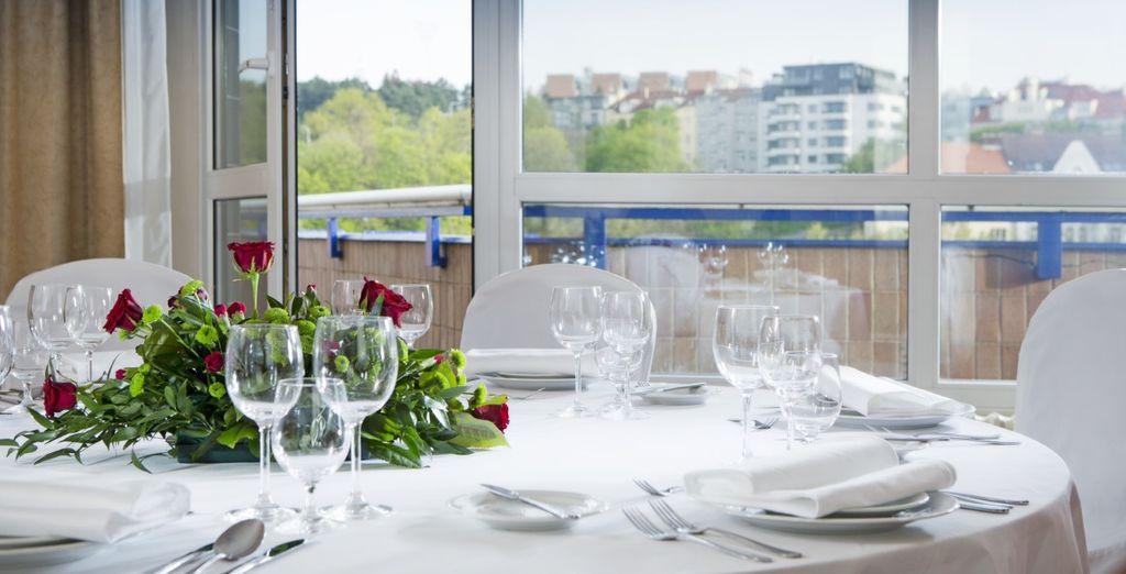 Il ristorante Bohemia serve una ricca colazione a buffet per cominciare la giornata alla grande