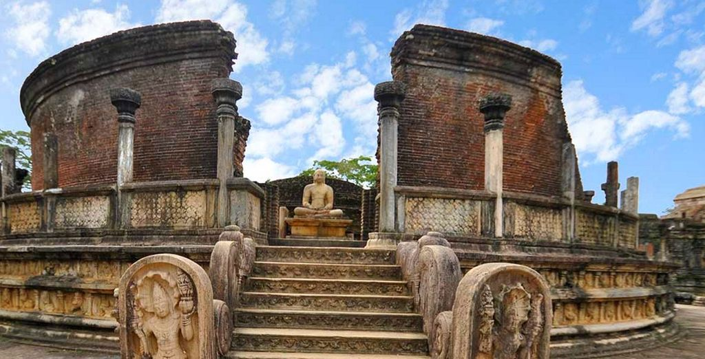 Visitere anche Polonnaruwa, magnifica ed antica città cinta da mura