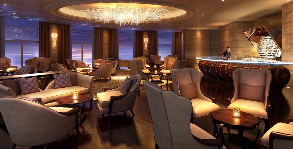 Rilassatevi al lounge bar, da cui potrete ammirare viste mozzafiato sulla città