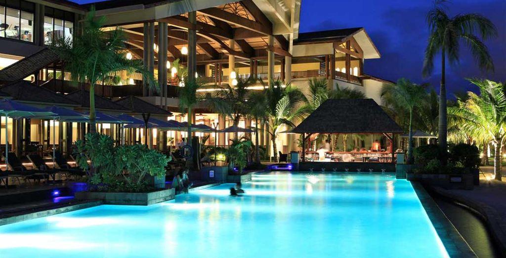 Concedetevi momenti di puro relax in piscina che regala magiche atmosfere anche di sera