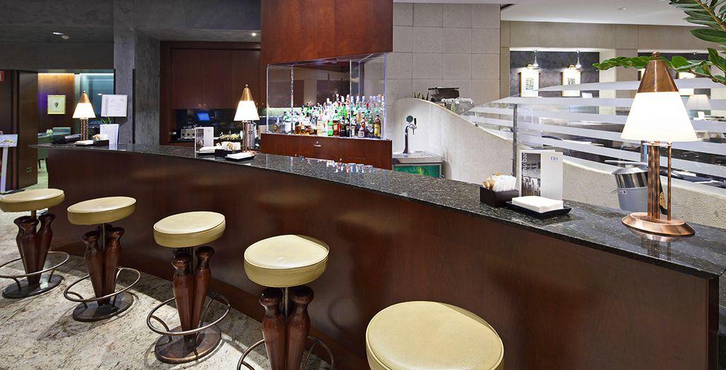 e il bar vi attende con una vasta selezione di drink e bevande