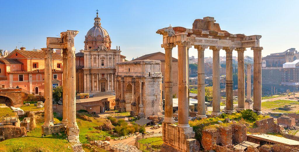 Fotografia del foro romano nel centro di Roma, Italia