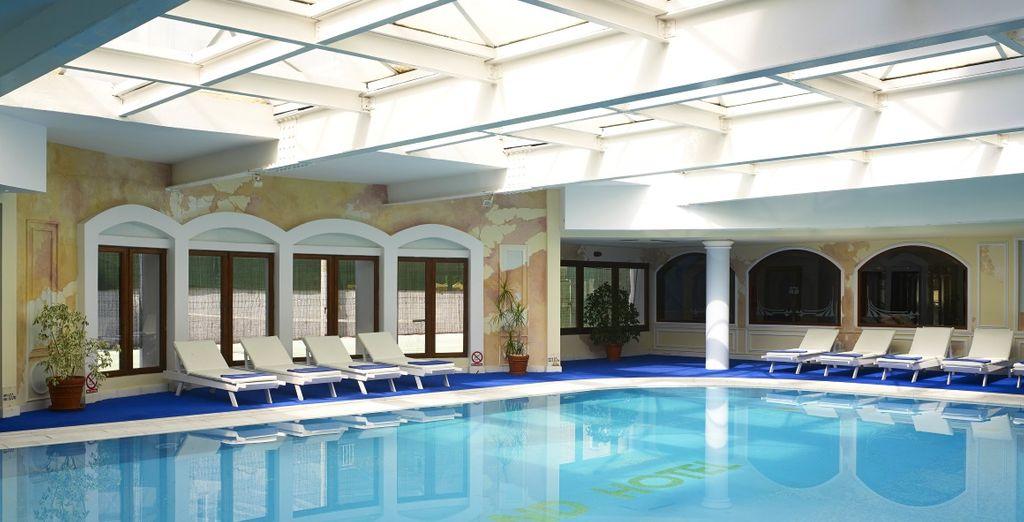 Fate un tuffo nella bellissima piscina al coperto