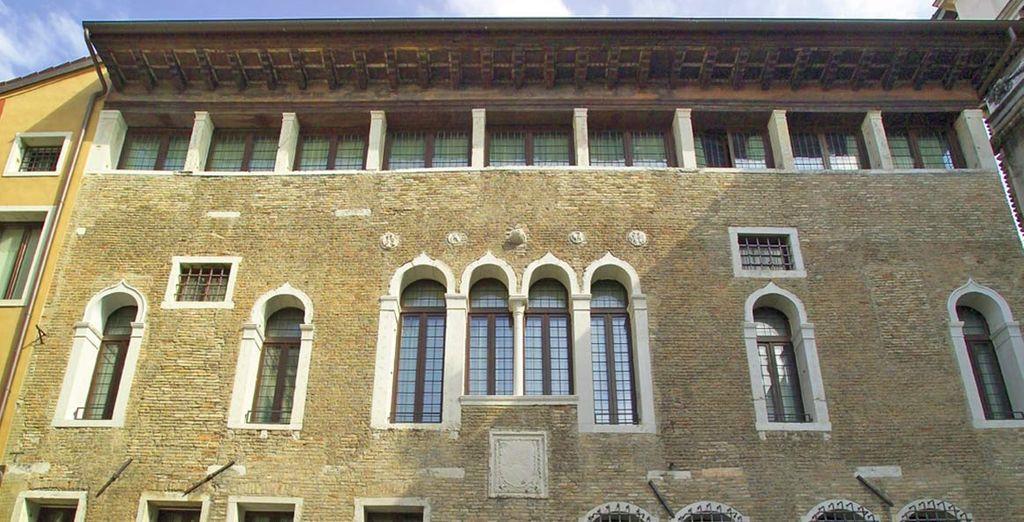 Splendido 4* caraterizzato da una significativa facciata tardo gotica in stile veneto bizantino