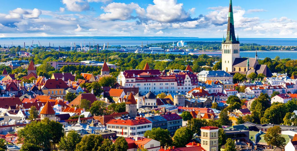 Sarete condotti verso Tallin, la bellissima capitale dell'Estonia