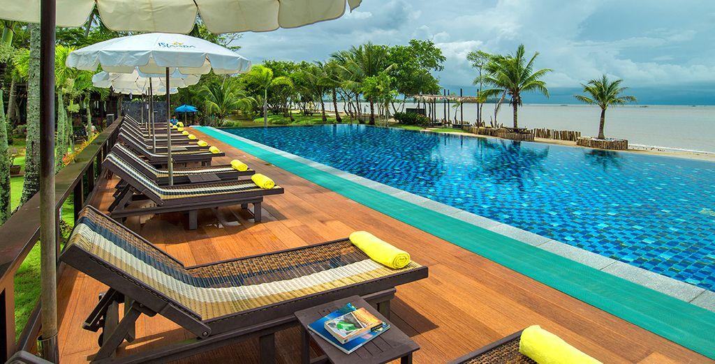 Godete momenti di puro relax presso la piscina panoramica