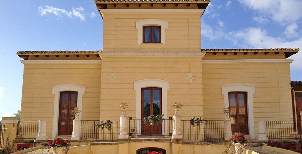Una struttura dagli esterni classici tipici della Sicilia