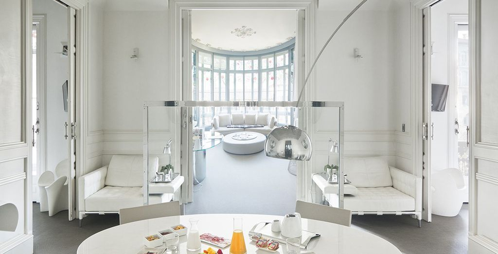 Un look total white, benvenuti all'Hotel El Palauet Living Barcelona