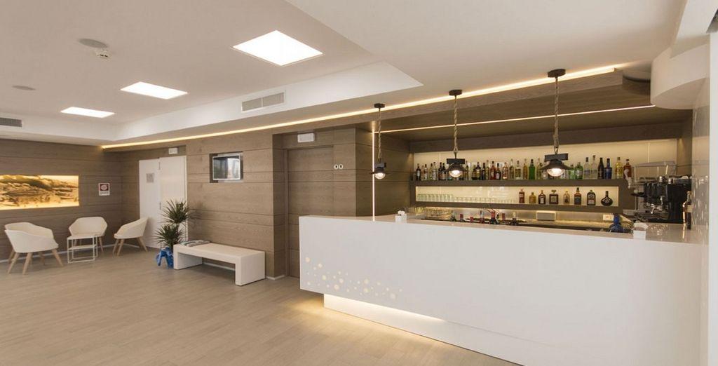 Presso il roof top bar gusterete snacks e drinks freschi