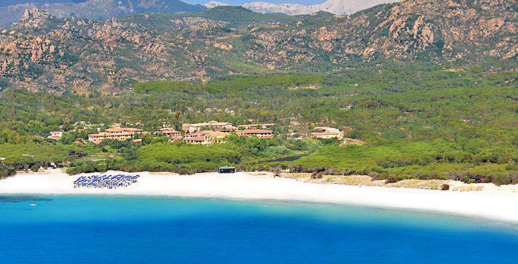 Ed è situata in uno dei punti più belli della costa per farvi trascorerre giornate incredibili.
