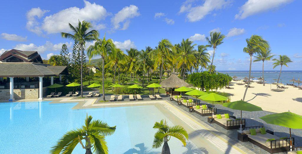 Un resort 5* vi attende affacciato su una spiaggia bianchissima