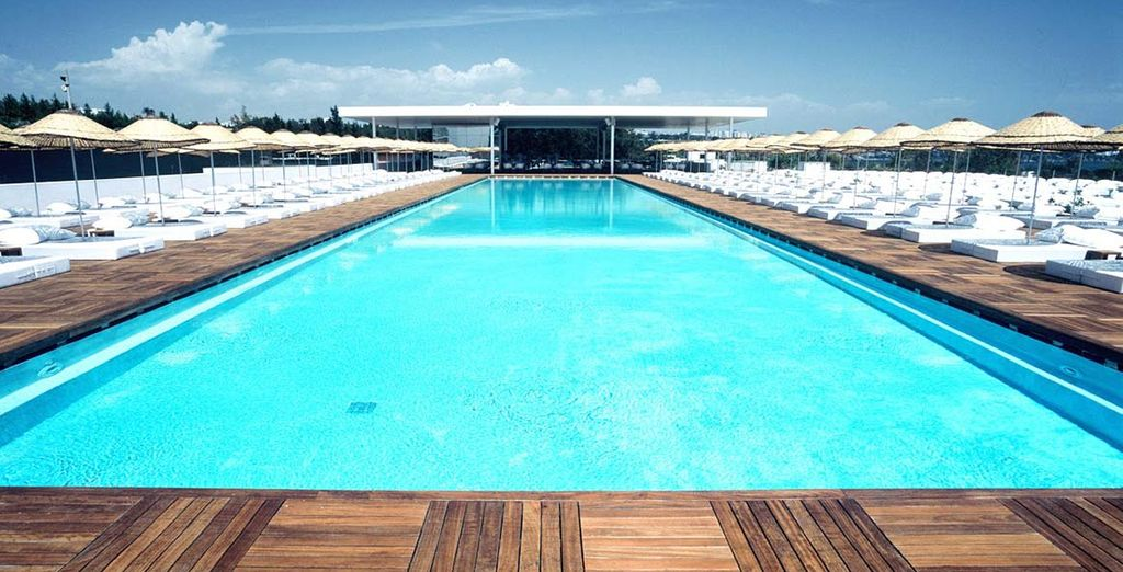 Concedetevi momenti di relax presso la piscina