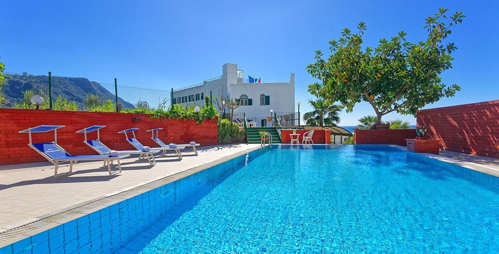 Godetevi il sole in tutta tranquillità grazie alla piscina