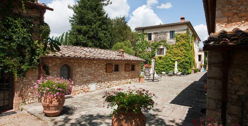 Borgo San Luigi vi apre le sue porte