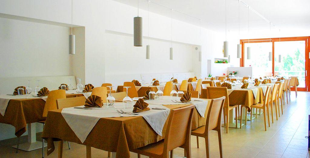 Il ristorante ricavato nell'ex stalla della tenuta, sarà il luogo perfetto per le vostre pause