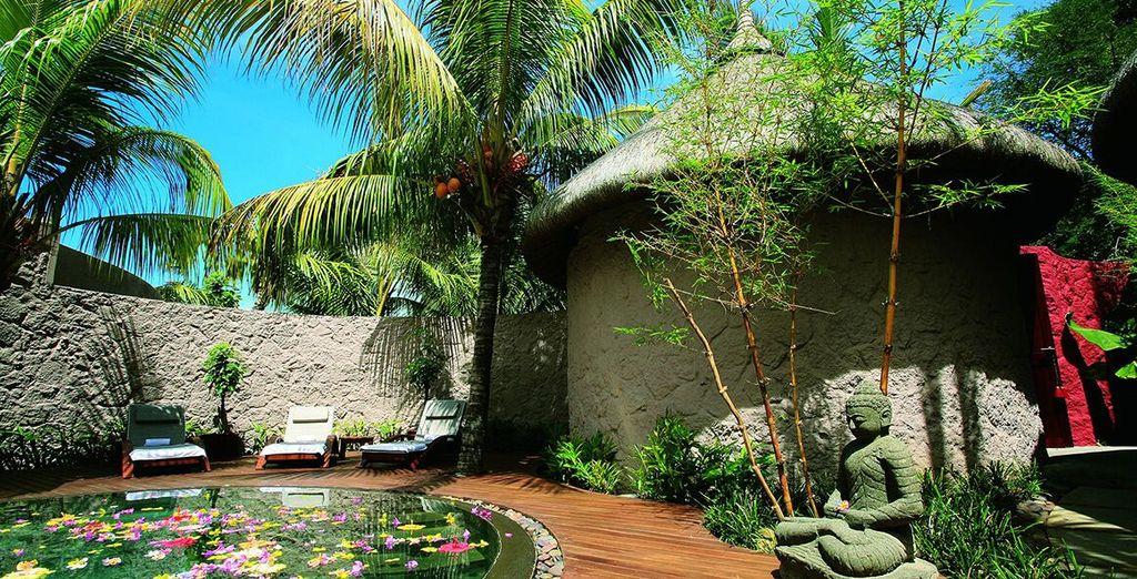 Circondata da giardini tropicali e una lussureggiante vegetazione