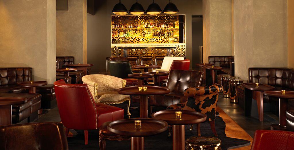In serata, il lounge bar è aperto per cocktail e molto altro ancora