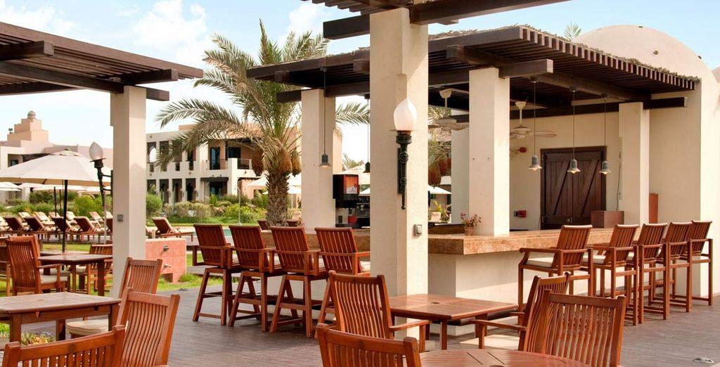 al Dhow Beach Bar potrete assaggiare specialità mediterranee
