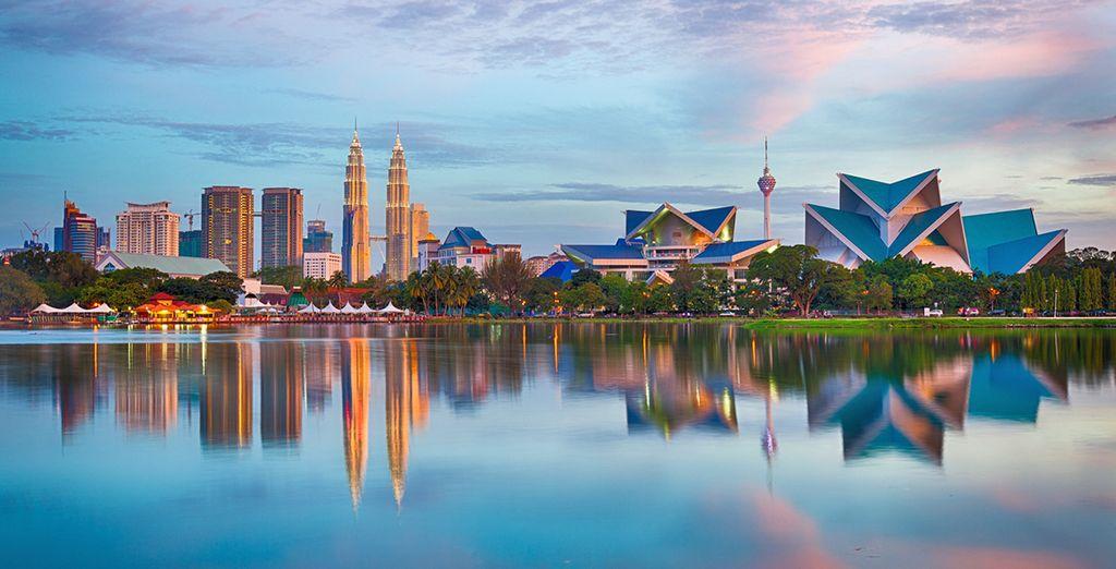 Meta ideale per vivere un'esperienza indimenticabile tra shopping e cultura, grazie alla sua breve distanza da Kuala Lumpur (in foto)