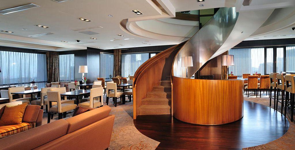 Lo Sky Lounge al 22° piano vi attende per una cena gourmet con splendida vista panoramica