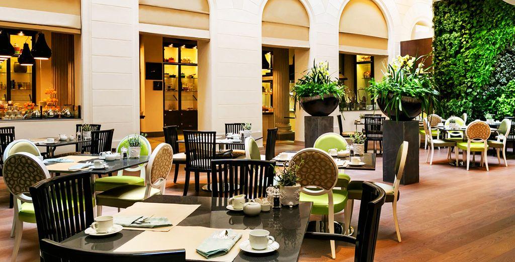 Accomodatevi in uno dei ristoranti e gustate le prelibatezze offerte dallo chef
