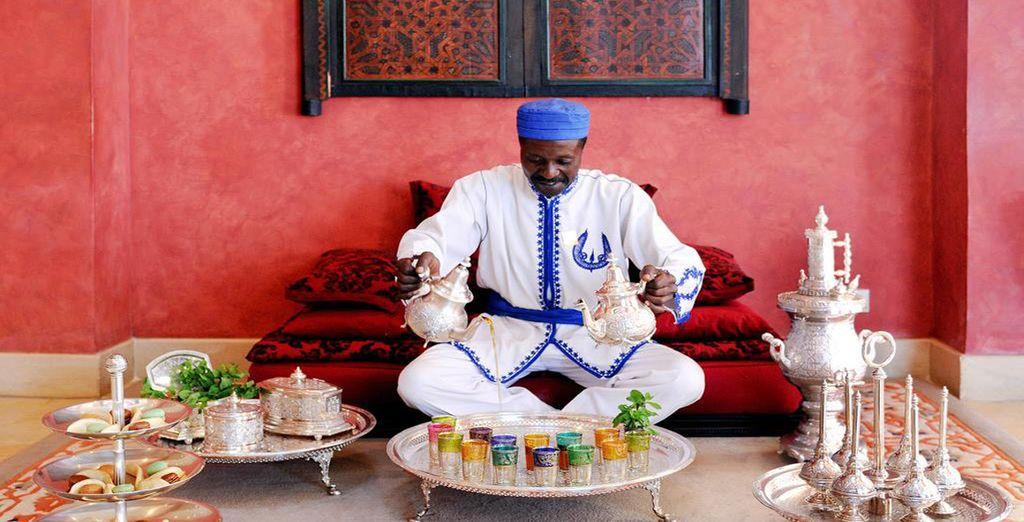 Godete di un thé marocchino accompagnato da squisiti dolci locali