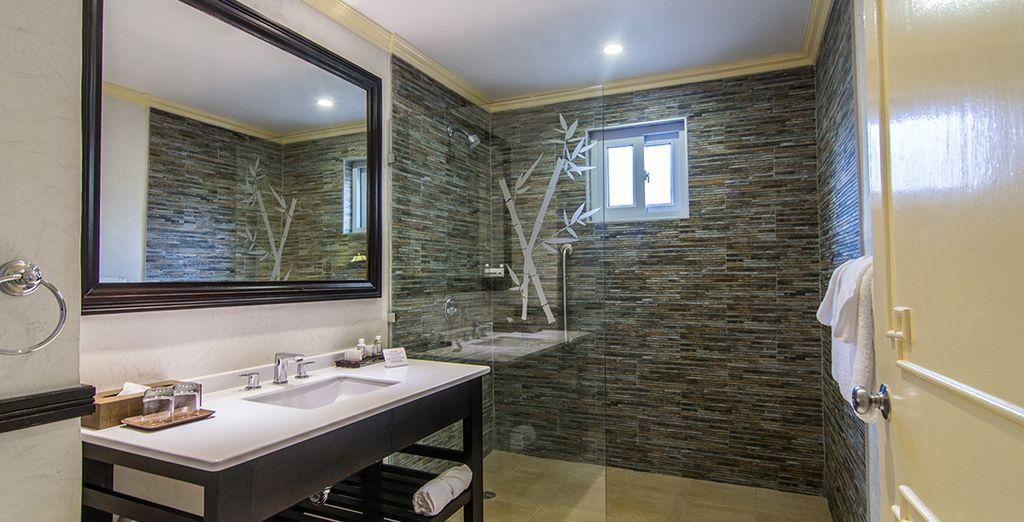 con doccia ampia e servizi moderni