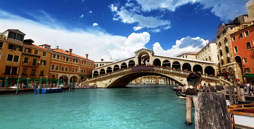 Partite alla scoperta di città meravigliose, come la romantica Venezia.