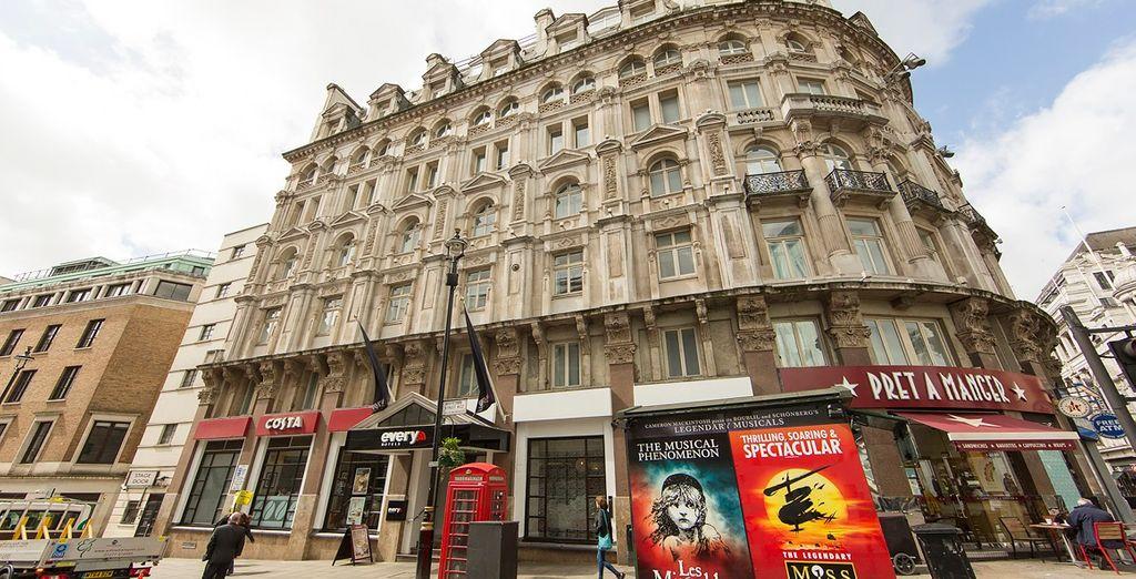 Situato proprio nel cuore di Piccadilly Circus