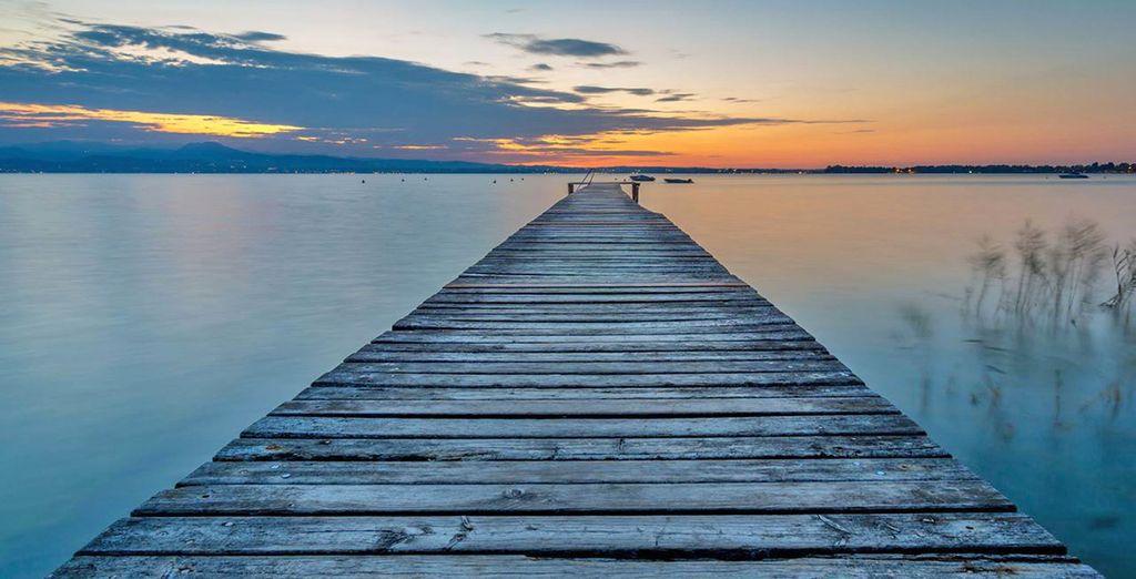 sulle suggestive rive di uno dei laghi più belli d'Italia