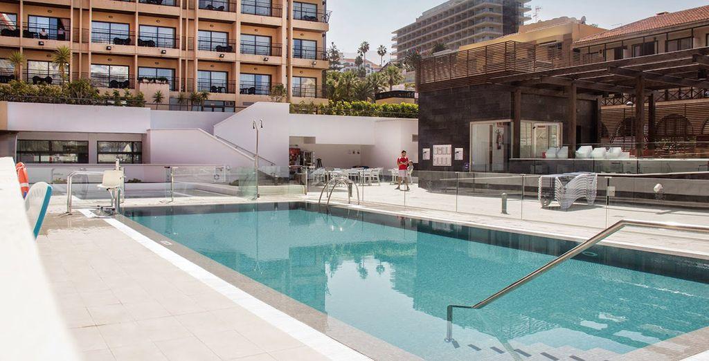 Potrete anche concedervi un rinfrescante bagno nella piscina esterna