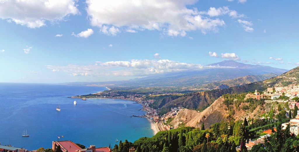 e poi Taormina, splendida perla a picco sul mare
