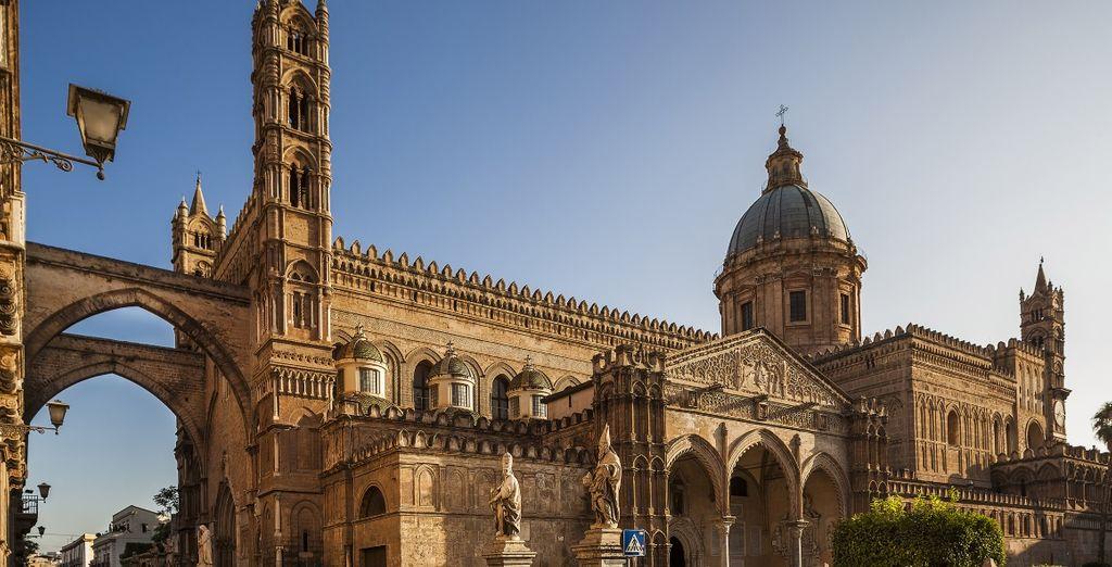 e lasciatevi conquistare dalla bellezza della Cattedrale, principale luogo di culto cattolico della città di Palermo