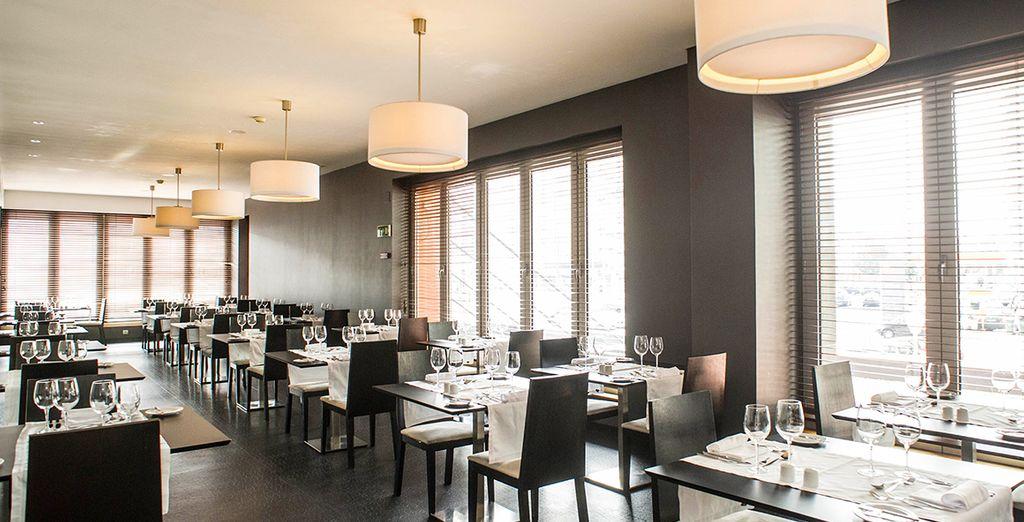 Godetevi la cucina portoghese e indiana presso il ristorante dell'hotel